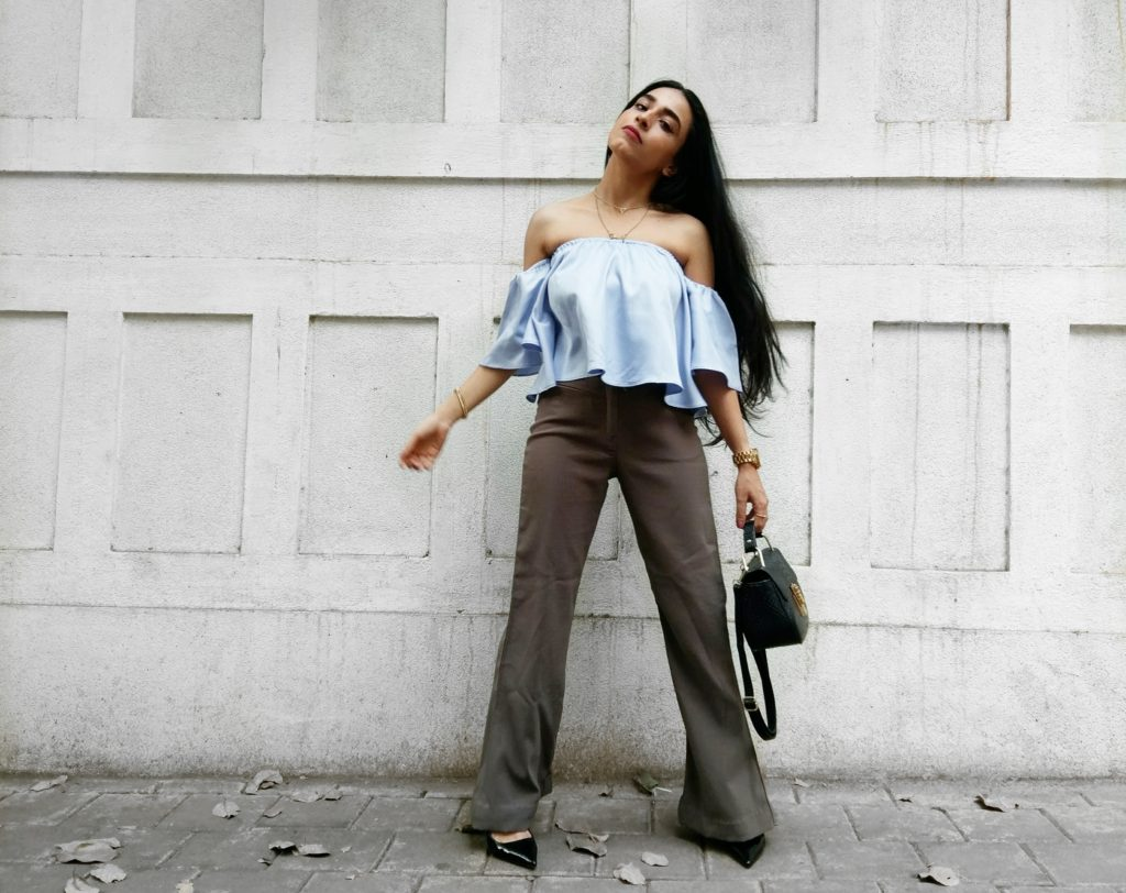 off shoulder top, cold shoulder top, flared pants, military green pants, retro look, street style,