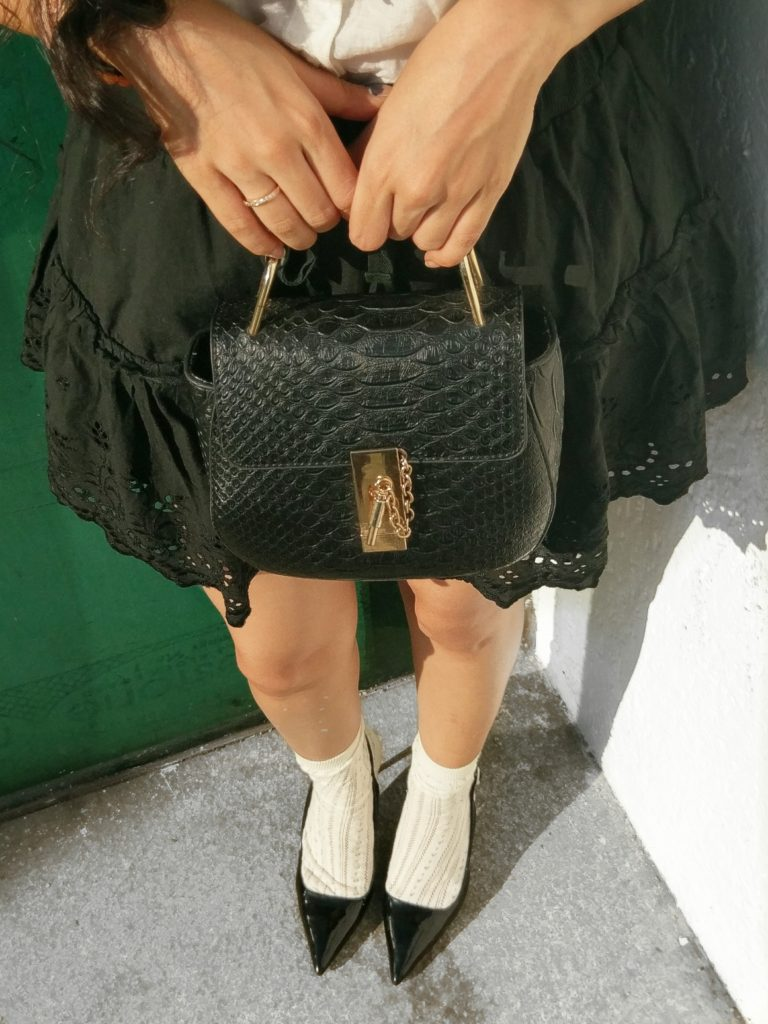 Ruffle skirt, black leather bag, heels
