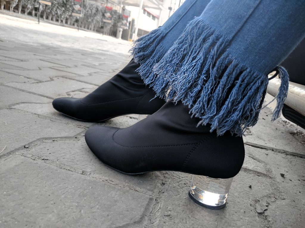 frayed denims, blue jeans, perspex heels, black boots, fitted sock style boots, detials, fashion, style, street style, ootd