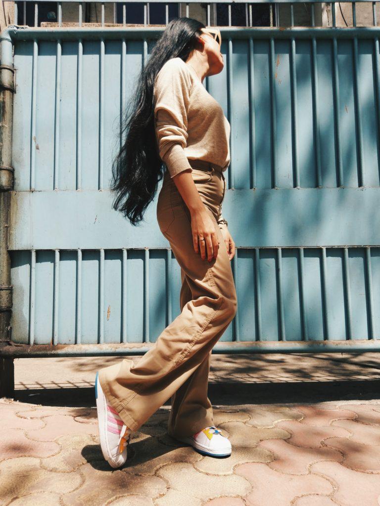 Beige pants, wide legged pants, camel, monochrome, sneakers, adidas originals