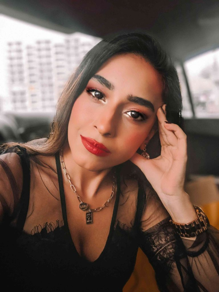 red lips makeup, brown eyes makeup, simple red lip makeup, makeup for indian skin, black lace bodysuit, black bodysuit, mom jeans, casual outfit, sexy outfit, outfit of the day, denim outfit, jeans look, how to wear mom jeans, boyfriend jeans, blogger outfit, streetstyle, indian blogger, neha menghwani, stylessential